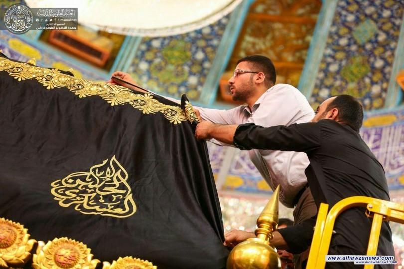 بالصور  اتشاح ضريح الامام علي ( عليه السلام) بالسواد ايذاناً ببدء شهر محرم الحرام 1439هـ .