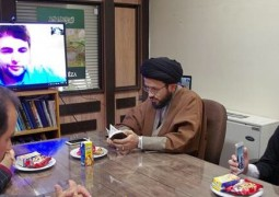 شاب بريطاني يعتنق الإسلام عن طريق التواصل الإفتراضي مع الحرم الرضوي الطاهر