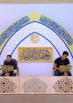 تمهيداً لإقامة الختمة القرآنية ... مركز القرآن الكريم يقيم جلسة لاختبار القراء البراعم.